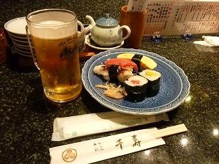 寿司・グラスビール.jpg